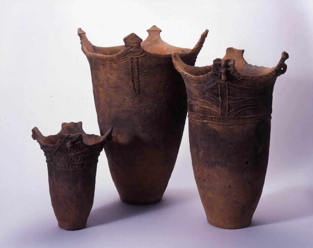 Cylindrical pots - Goshono Site © Ichinohe Town Board of Education